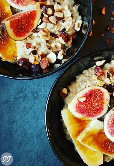Porridge mit gebackenen Bananen
