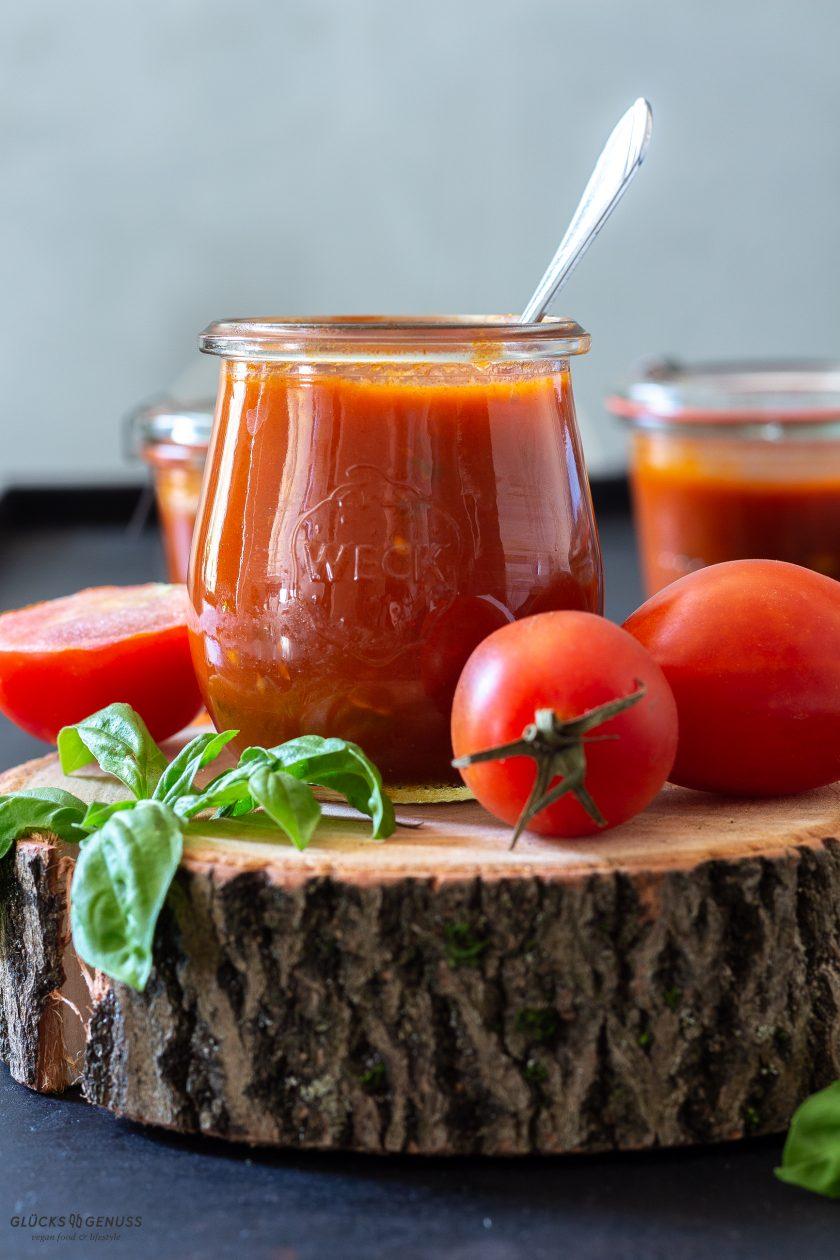 Einfache & leckere selbstgemachte Tomatensoße