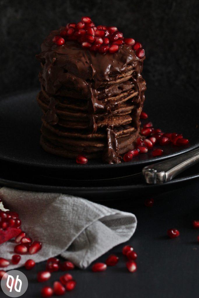 Rezept Fruchtige Schokoladenpancakes/ vegan & glutenfrei + großartige Neuigkeiten