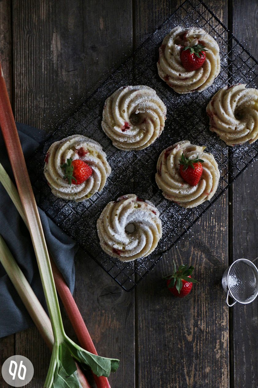 Erdbeer-Rhabarberkuchen