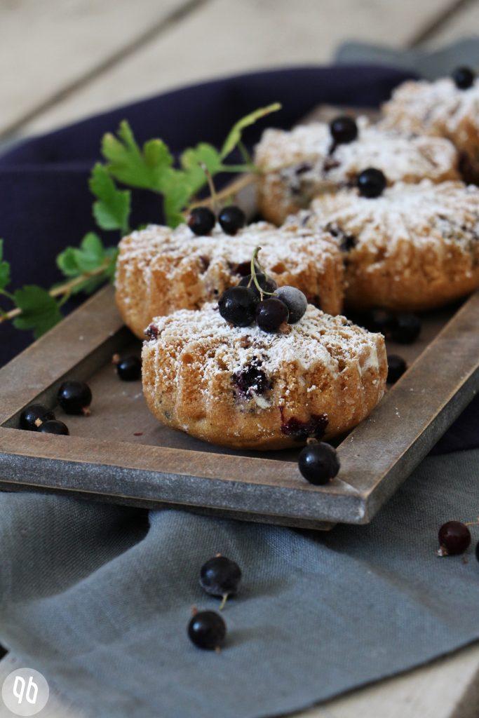{Rezept} Teekuchen mit schwarzen Johannisbeeren