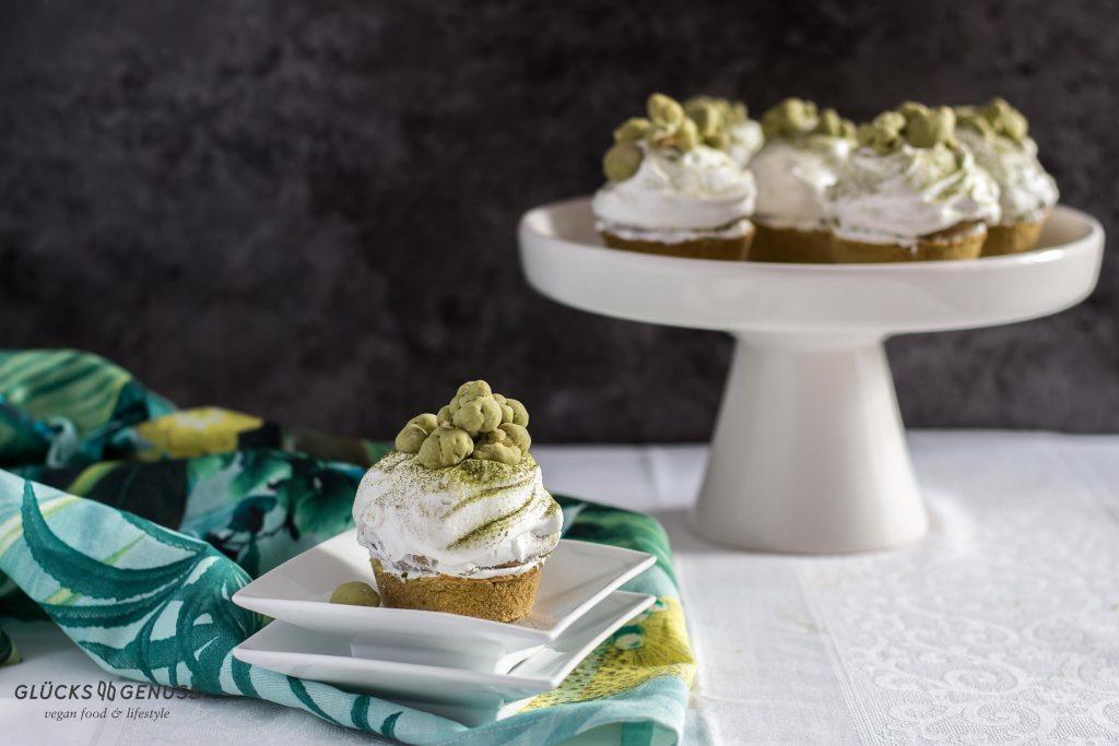 Matchacupcakes mit Popcorn / vegan