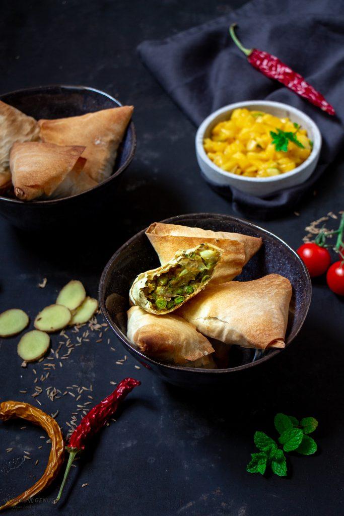 Indische Samosa mit Mangochutney