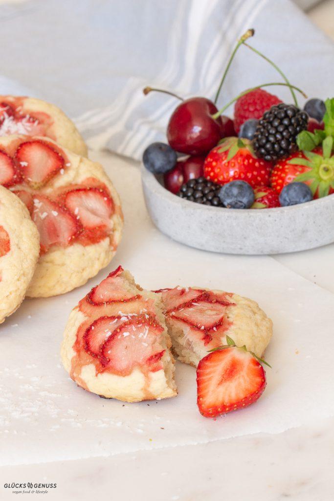 Vegane Erdbeer-Kokos-Scones