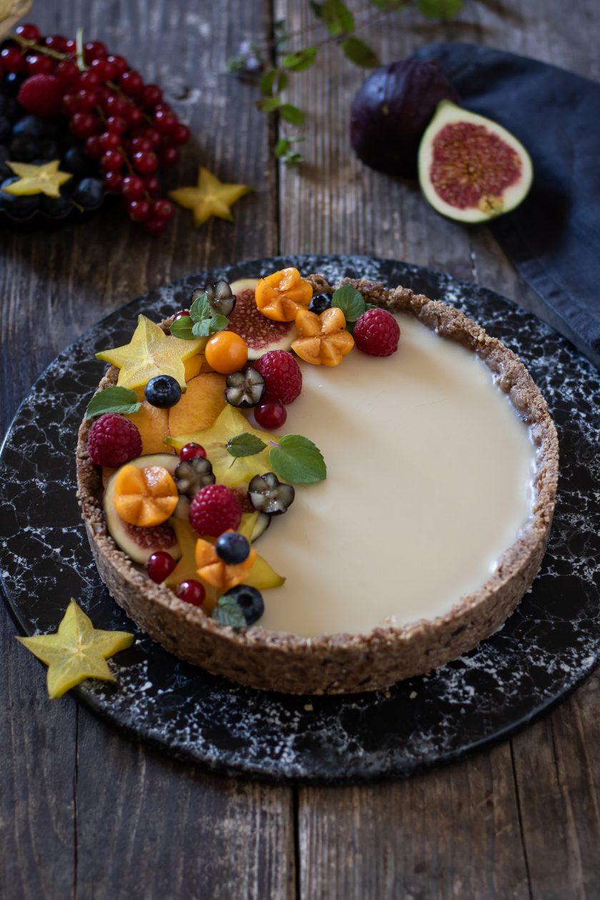 Weiße Schokoladentarte mit Früchten