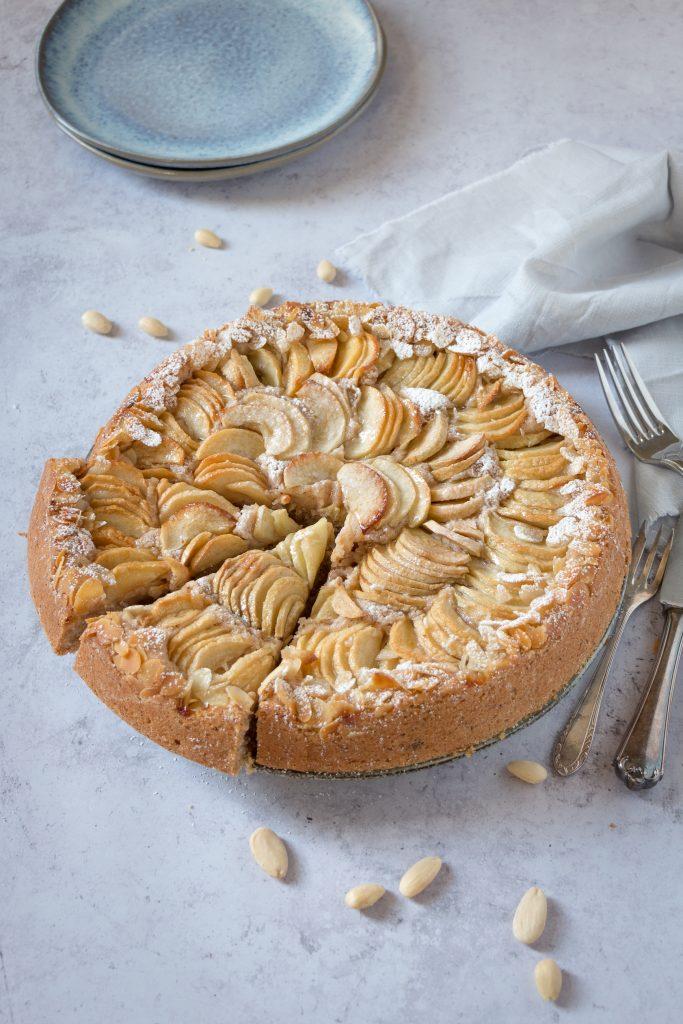 Apfelkuchen mit Mandeln / Der beste Rührteig für vegane Kuchen