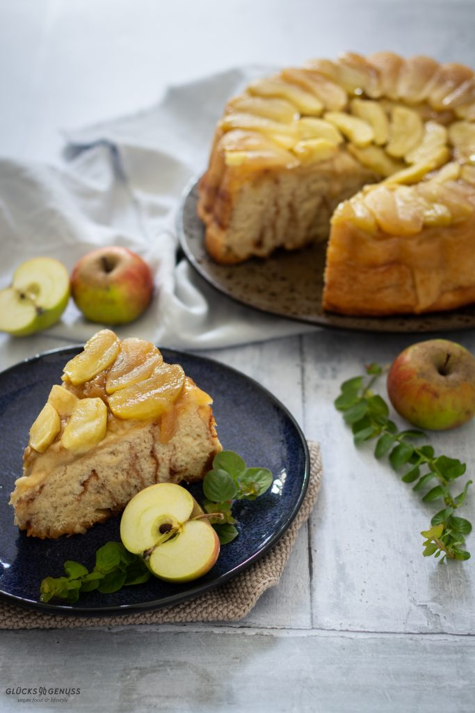 Gestürzter Apfel-Zimtschnecken-Kuchen
