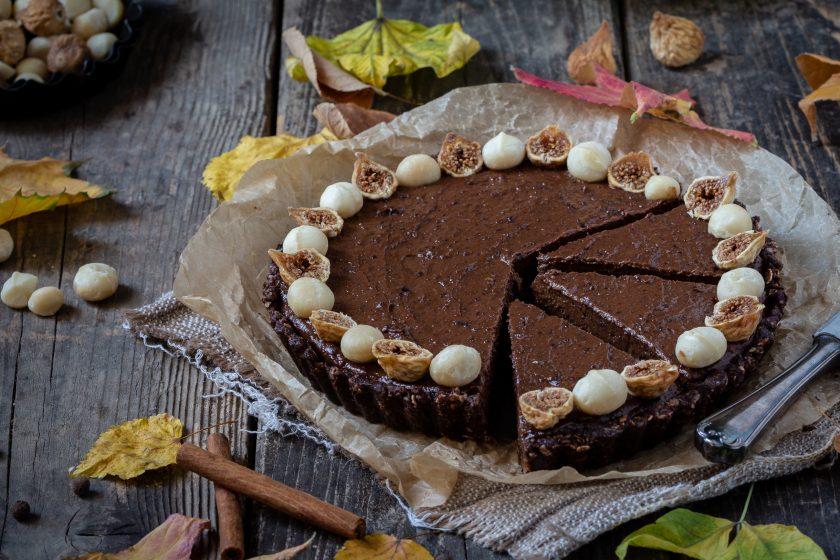 Rohkost Schokoladentarte mit getrockneten Pflaumen