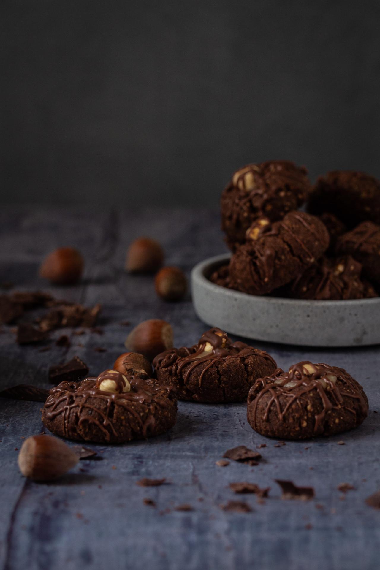 Haselnuss-Schokoladentaler mit Karamellfüllung