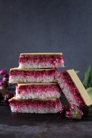 Glutenfreier Himbeer-Kokos No-Bake Kuchen
