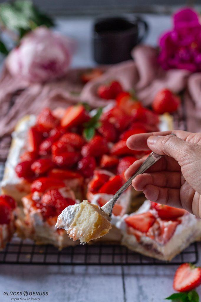 Erdbeer-Käsekuchen mit Fruchtsoße