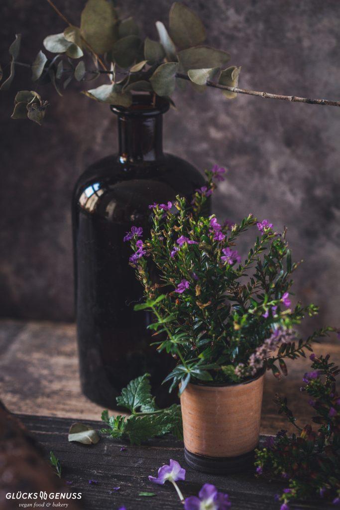 Vase mit Kräutern