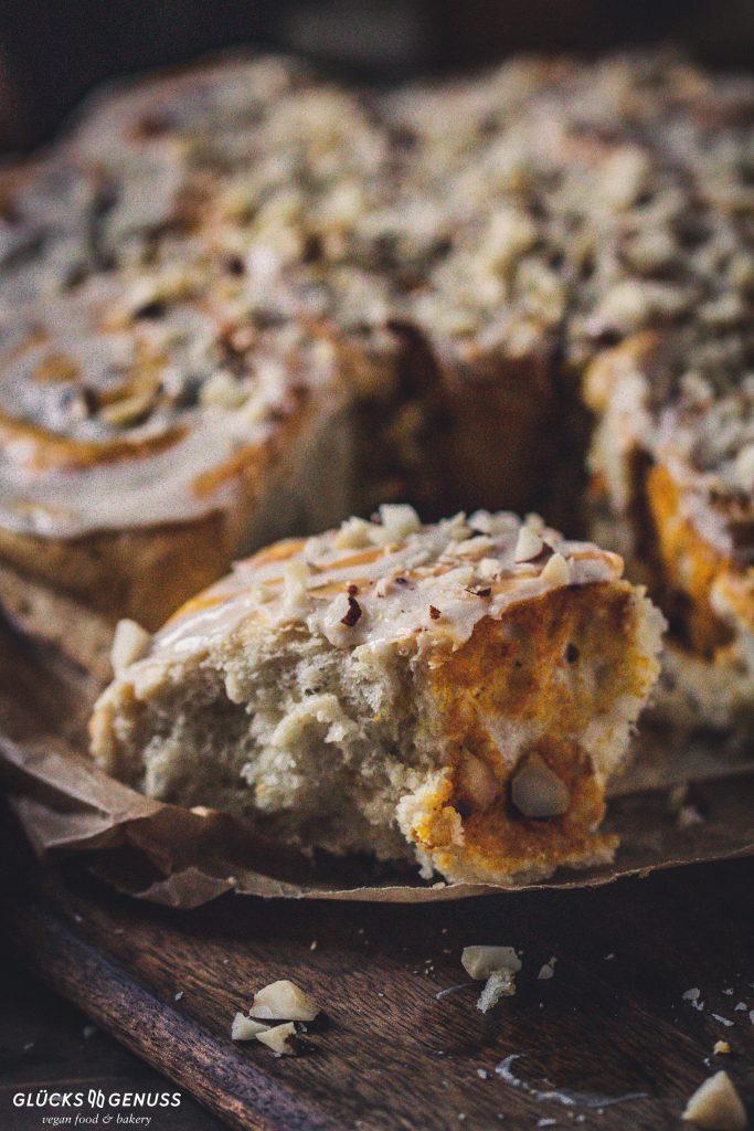 Fluffige Kürbisschnecken mit Nüssen