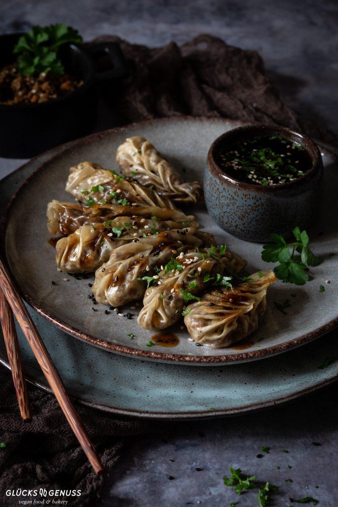 Vegane Dumplings mit Sesam