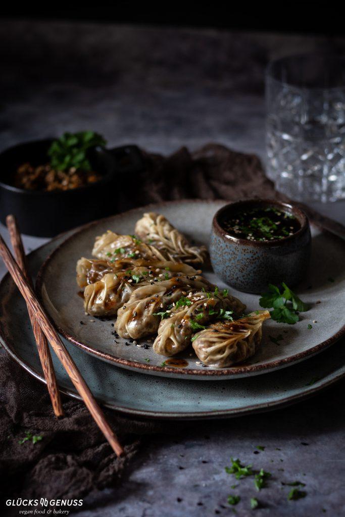 Dumplings mit Champignons und Sesam