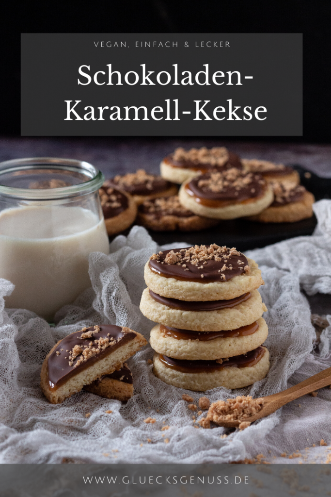 Kekse mit Karamellfüllung und Schokolade