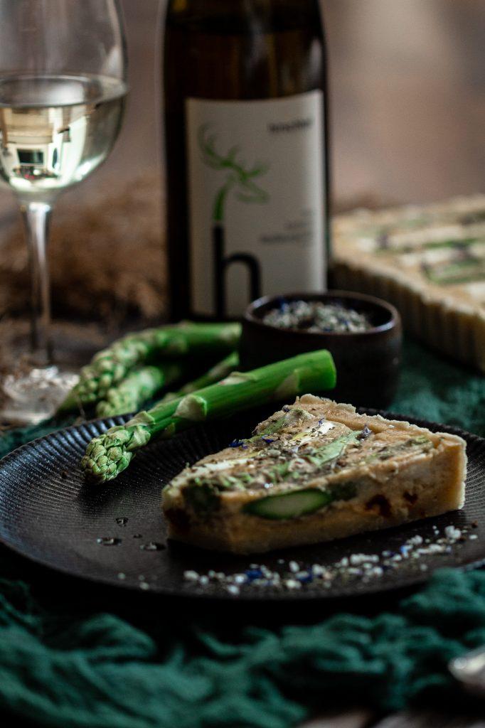 Spargeltarte mit Weißwein