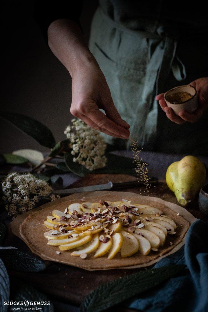 Zubereitung Birnengalette mit gerösteten Haselnüssen