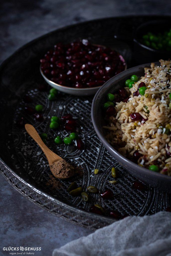 Orientalische Gemüse-Reispfanne mit Granatapfel und Gewürzen