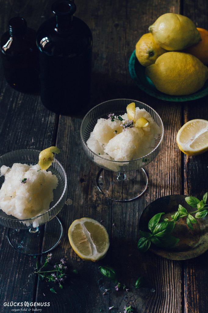 Zitronensorbet mit Basilikum von Gluecksgenuss