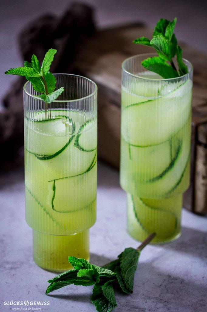 Selbstgemachte Limonade mit Gurken-Minz-Sirup